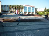 Центр национальных культур.Здесь проходят выступления известных артистов.