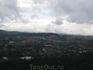 Далат – город вечной весны находится на высоте 1500 м над уровнем моря, вид на город из кабинки канатной дороги длиной 2,3 км