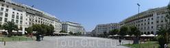 Панорама площади Аристотеля - центральной площади города Салоники. Кто видит Аристотеля? :)