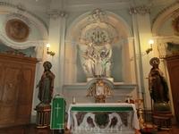 Скульптурная группа Святое Семейство работы Оливьери - украшение капеллы.