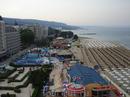 Пляжи муниципальные, если не оплатишь шезлонг лежать на них не дают!!!