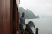 На палубе корабля, плывущего по Халонгу