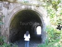 замок в с. Язловец, дорога в светлое будущее ... у выхода находится монастырь