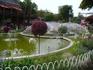 Фонтаны и цветы в парке