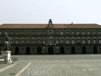 Королевский дворец в Неаполе