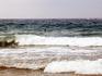 Волны Средиземного моря в 7 утра. Пляжи Салоу имеют Европейский Синий Флаг, что является показателем чистоты и безопасности пляжей