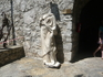 Статуя обезглавленного архитектора крепости Султана Сулеймана Великолепного за малость помещений