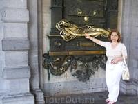 Брюссель.  Скульптура  Эверарда Серклеса   на  доме .