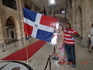 С Доминиканским флагом и доминиканским гидом