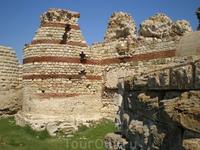 Западная крепостная стена Несебра являлась частью укрепительной системы города. В настоящее время большая часть системы находится под водой. Длина сохранившегося ...