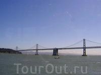 Бэй-бридж соединяет центральную часть Сан-Франциско с районом Oakland
