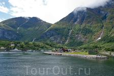 Флом расположен на Аурландс-фьорде, ответвлении Сонге-фьорда
