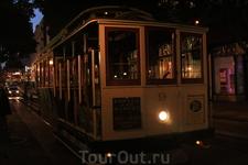 Обязательно прокатитесь на таком туристическом трамвайчике вечером и стоя на подножке - ощущения непередаваемые
