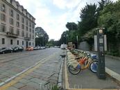 Выйдя из Общественных садов мы направились в сторону площади Сан Бабила, на метро.