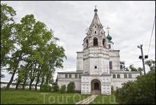 Троице-гледенский монастырь Это на другой стороне реки. частично разрушен.