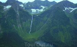 Самый высокий водопад в России-Кинзелюкский. Высота 330 метров. Точка сброса воды  1628 метров над уровнем моря.  Вода падает из верхнего кинзелюкского ледникового озера, наполненного снежниками и лед