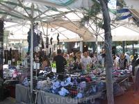одна из палаток с нижним бельем на ежегодной ярмарке