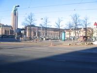 Вокзал в центре Хельсинки. Туда прибывали, 2 минуты хотьбы от него и жили.