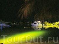 территория Джумейра Бич отеля стоянка яхт (по дороге к клубу 360)