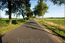 Немецкий просёлок, Ездить по этим дорогам одно удовольствие. иногда попадаются встречные. Иногда, подчёркиваю