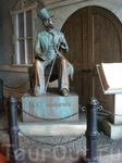 Памятник Г.Х.Андерсену, который смотрит в сторону садов Тиволи