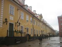 на этой улице находится множество ювелирных магазинов с огромным выбором янтаря. самый лучший сувенир из Латвии.
