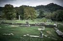 На территории столицы Лименас (он же единственный город острова) находятся раскопки древних храмов.