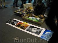 Уличная художница. По 15 евро за картину. Так и не решились приобрести. Жалеем:)