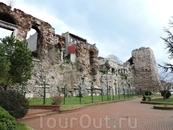 Древние стены города