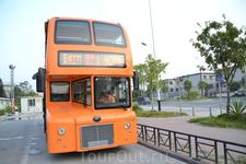 Район Zhujiang New Town  Туристический автобус.Остановка у телебашни.Вычитала  об этом чуде на англоязычных сайтах.