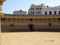 Вид на одну из древнейших в Испании арен для корриды в Ронде.