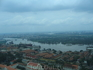Вид с 33 этажа на центр Хошимина. красиво. В центре, если посмотрите, незастроенная зеленая территория. Говорят, будут делать элитный квартал. ) Какими ...
