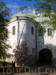 Вот они стены древности... Главный вход в Замок...