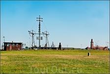 Это так называемый ветросемафор (Windsemaphor), Этот агрегат, построен 1884 году, и указывает отбывающим в Северное море кораблям силу и направление ветра ...