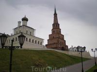 Кремль. Дворцовая церковь и башня Сююмбике.