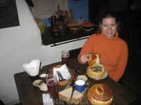"""польская кухня - просто пальчики оближешь (в ресторане """"Хлопське ядло""""), особенно национальный суп журек (кое-где подается в хлебе)"""