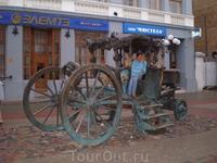 В государственном музее Казани до сих пор хранится подлинник кареты Екатерины. А на улице Баумана, в честь этого события, установили памятник. Карета Екатерины ...