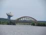 Удалось поймать в один кадр железнодорожный мост и радиотелескоп. Мост через речку Жабню
