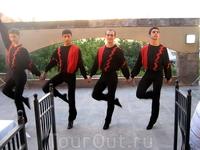 Ары ублажают танцем гостей