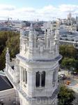 С высоты удалось рассмотреть и запечатлеть затейливые завитушки на башенках Palacio de Comunicaciones.