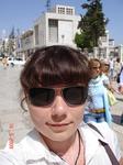 Перед Храмом Рождества Христова расположена большая, вымощенная камнем площадь. Вот, собственно, стоя на ней, я себя сфотографировала.