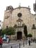 В центре города, недалеко от пляжа маленькая площадь и на ней церковь