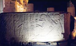 Храм Ком Омбо посвящен двум богам: богу Себеку в облике крокодила (бог плодородия) и сокологоловому богу Хору Старшему(бог войны)