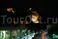 А кстати ночной Идар-Оберштайн тоже очень красив. Светящиеся замки и Церковь в скале в ночном небе придают особый колорит городу.