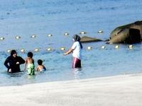 Mamzar Beach Park в Дубае. Персидский залив. И вот так вот купаются мусульманки в жару