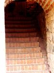 лестницы в башнях крутые...и, конечно, без перил