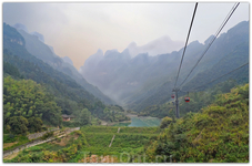 На вершину горы Тяньмэньшань, высота которой  1518,6 м, ведет самая длинная и высокая в мире канатная дорога (7455 м), пролеты в которой достигают 500 ...