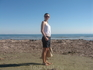 Пляж Финикудес - центральный пляж Ларнаки. Фото сделано в декабре - сразу видно, что не сезон, т.к. вот такие водоросли  лежат толстым слоем длиною в ...