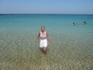 вода на пляже такая чистая!