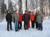Фото группы в сквере на берегу р.Вологды рядом с Вологодским Кремлем.